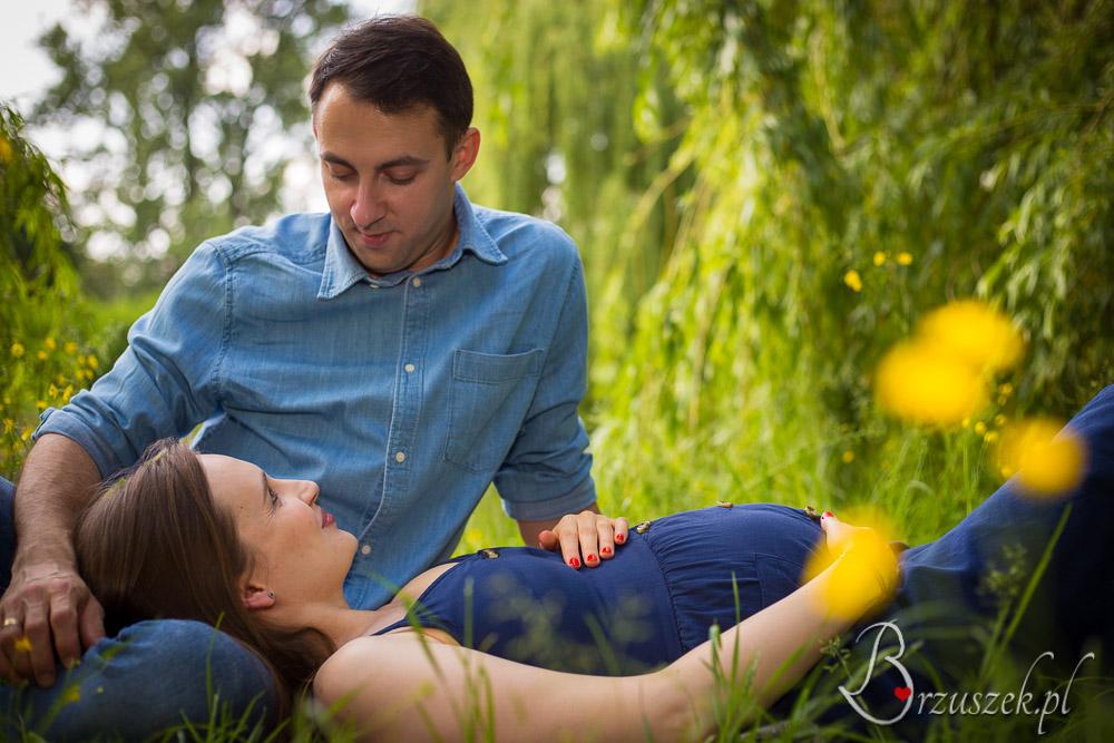 Piękne zdjęcia ciążowe z partnerem w plenerze