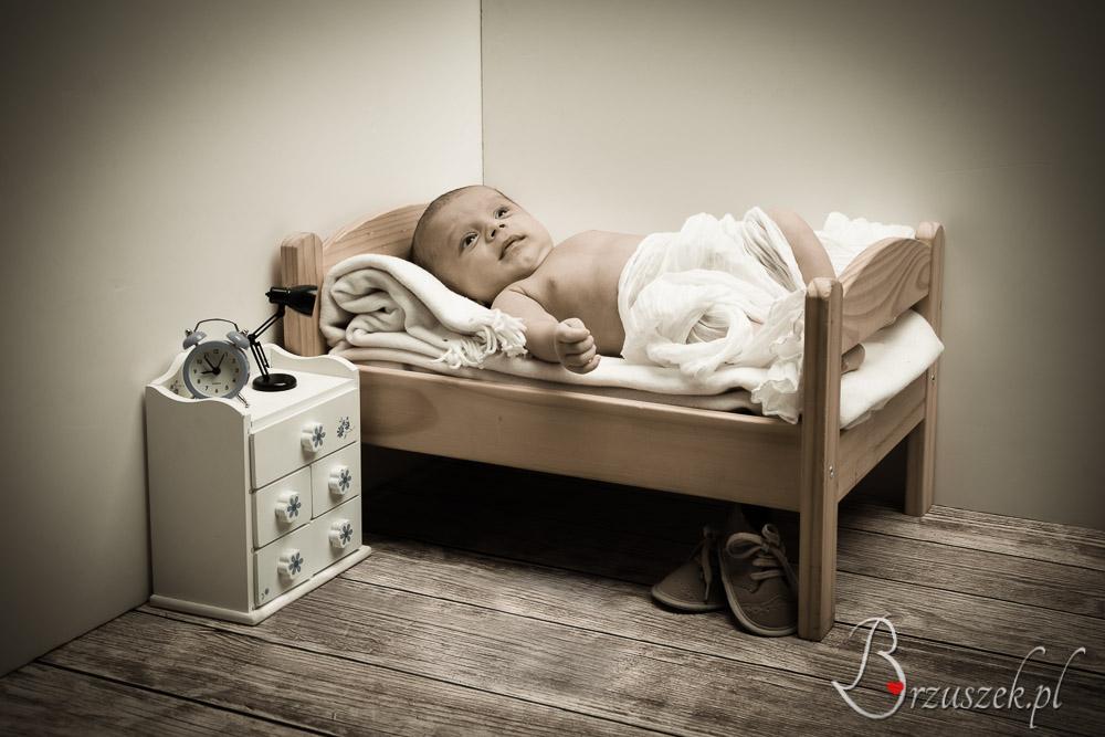 Bedroom arangement for a newborn photosession