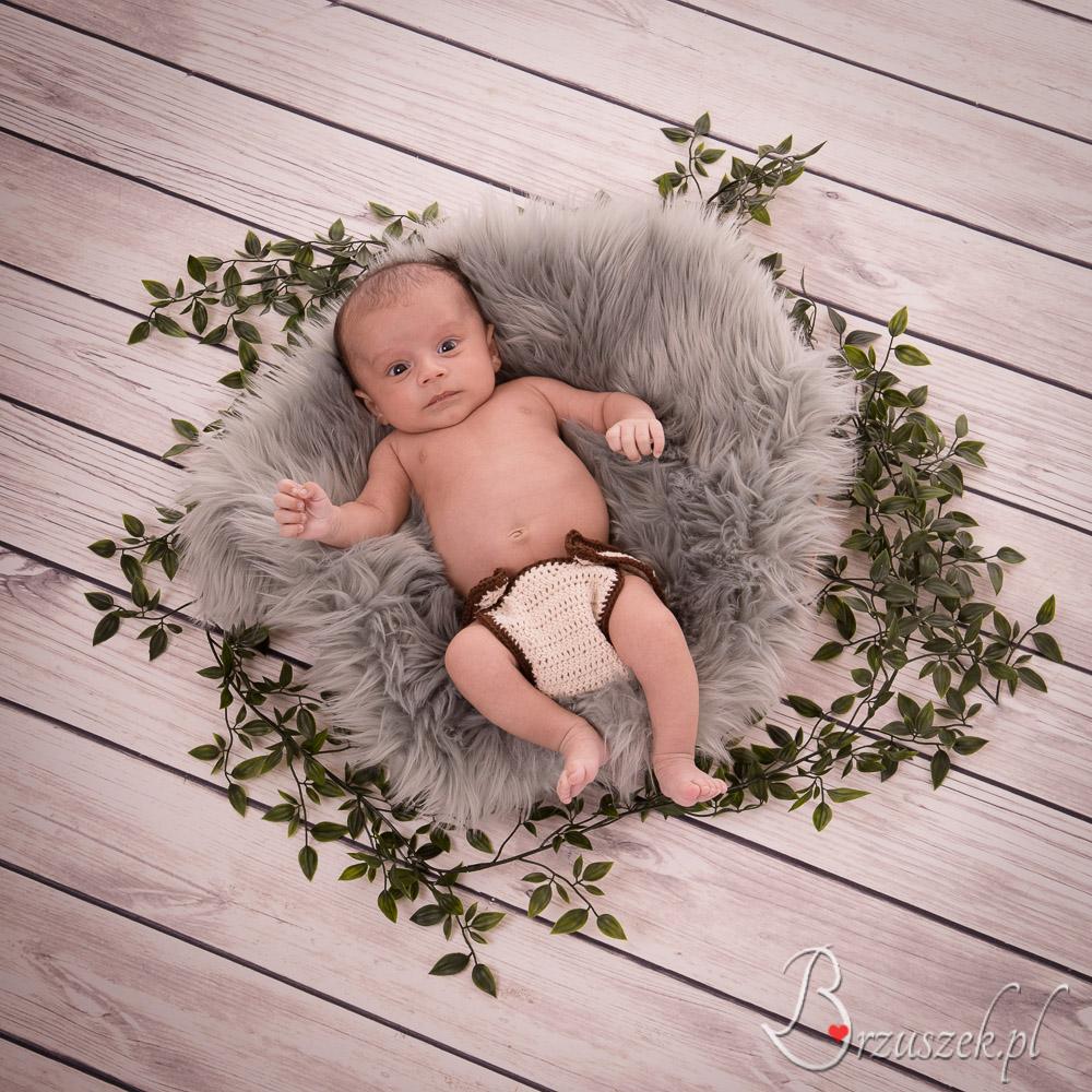 Newborn posing on the coverlet