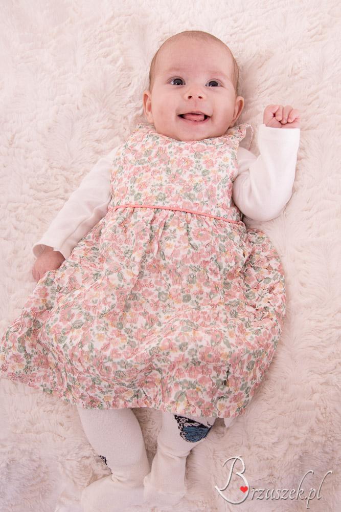 Sesja niemowlęca z uśmiechem