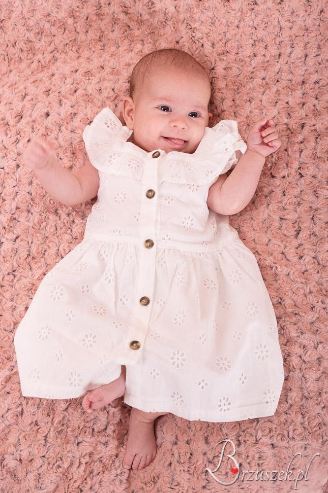 Uśmiechnięta sesja niemowlęca