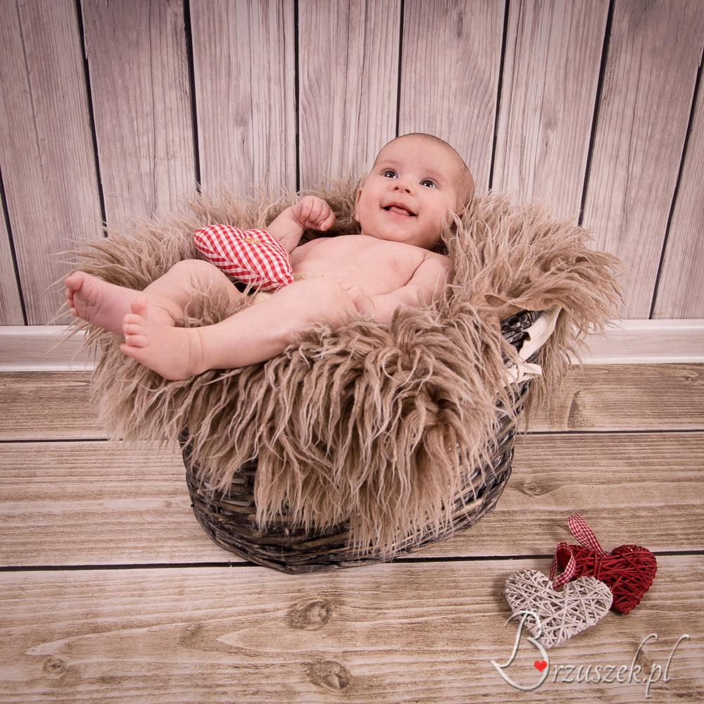 Sesja niemowlęca w koszyku
